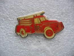 Pin's Ancien Camion à Grande Echelle Des Sapeurs Pompiers - Bomberos
