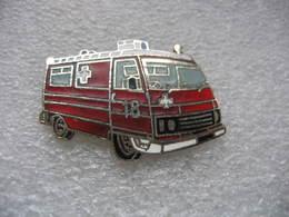 Pin's Ancien Fourgon Peugeot (J5 Ou J7), Ambulance Des Sapeurs Pompiers - Bomberos