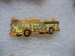 Pin's BALLARD, Camion Crown 1250 GPM Des Sapeurs Pompiers. Fire Département - Pompiers
