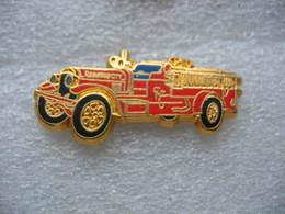 Pin's BALLARD, Ancien Camion Seagrave 1000 GPM Des Sapeurs Pompiers. - Brandweerman