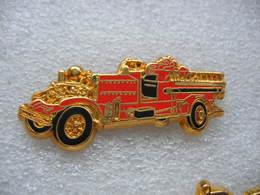 Pin's BALLARD, Ancien Camion Des Sapeurs Pompiers, AHRENS FOX 1000 GPM - Bomberos