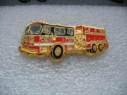 Pin's BALLARD, Ancien Camion Des Sapeurs Pompiers, SEAGRAVE 1250 GPM - Bomberos