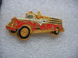 Pin's BALLARD, Ancien Camion Des Sapeurs Pompiers, MACK 750 GPM - Pompiers