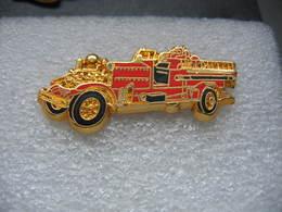 Pin's BALLARD, Ancien Camion Des Sapeurs Pompiers, AHRENS FOX 1000GPM - Pompiers