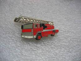 Pin's BALLARD, Camion à Grande Echelle Des Sapeurs Pompiers - Bomberos