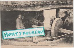 Calvados : ST  CYR Du  Ronceray : Industrie Normandes , Fabrication Du Cidre , Un Pressoir à Meule - Frankrijk
