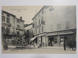 Cpa, Trés Belle Vue Animée, LA LOUVESC, La Place Et La Chapelle Mortuaire - La Louvesc