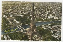{20433} 75 Paris , La Tour Eiffel . A Gauche , Le Pont D' Iéna Et Le Palais De Chaillot , à Droite , L' Arc De Triomphe - Autres Monuments, édifices