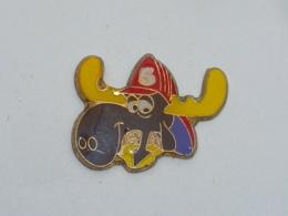 Pin's ORIGNAL, SAPEUR POMPIER - Pompiers