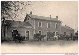 LE DORAT - La Gare (attelages Chevaux Devant La Gare, Diligences, Fiacres) - Le Dorat