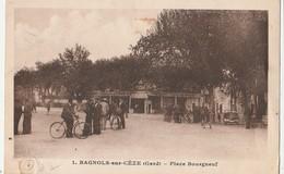 CPA 30 BAGNOLS SUR CEZE PLACE BOURGNEUF TRES ANIMEE   ETAT - Bagnols-sur-Cèze