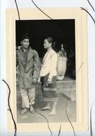PHOTO ANIMEE . ASIE,  Viêt Nam . Vietnam . Femme Avec Soldat - Places