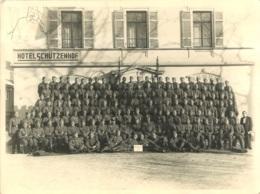 GRANDE PHOTO HOTEL SCHUTZENHOF OBERURFEL TAUNUS SOLDATS ALLEMANDS 24 X 18 CM - Lugares