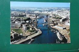 UU )  BREST - Brest