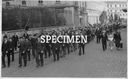 Foto Stoet Met Blinden 1953 -  Kortrijk Courtrai  13x8 Cm - Kortrijk