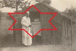 Photo 1915 Ferme De BEAULIEU à MARAINVILLER (Croismare Près Lunéville) - Le Père Poidebard Disant La Messe (A216, Ww1) - Guerra 1914-18