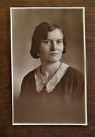 Mooie Antieke FOTO Postkaart In SEPIA Kleur Van JONGE  DAME   Door  OMER D' HAESE    AALST - Geïdentificeerde Personen