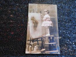 Petite Fille Et Tableau, Gage D'affection    (P9) - Cartes Postales