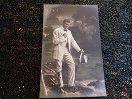 Rêverie, Homme En Costume Blanc Pensant à Son Couple, 1911    (H8) - Koppels