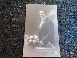 Homme Avec Bouquet De Roses, 1914   (H8) - Cartes Postales