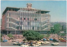 Erevan - Zdanie Gyma - & Department Store, Architecture, Old Cars - Armenia
