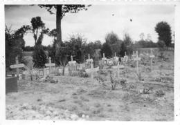 TOMBES ALLEMANDES VILLAGE DE GOURNAY VOIR LE VERSO PHOTO ORIGINALE FORMAT 8.50 X 6 CM - Guerre, Militaire