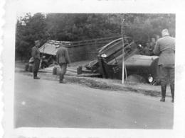 CAMION ACCIDENTE ET SOLDATS ALLEMANDS FORMAT  6.50 X 4.50    CM - Guerre, Militaire
