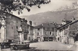 CP LE TOUVET 38 ISERE - PLACE DE L'EGLISE - AU FOND HOTEL DU GRAND ST JACQUES - France