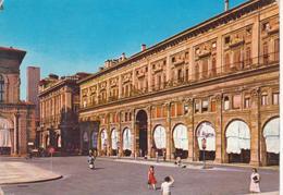 BOLOGNA - PALAZZO DEI BANCHI - AUTO D'EPOCA CARS VOITURES VESPA PIAGGIO - ANIMATA - VIAGGIATA 1963 - Bologna