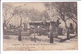 TOULON - 79 - L'Arsenal Maritime - La Pièce Chinoise. Ce Canon A été Pris Aux Chinois Par L'Amiral Courbet...... - Toulon