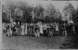 CARTE PHOTO ALLEMANDE LALLAING SOLDATS DEGUISES En CIVILS (Parc Du Château ?) - Frankrijk