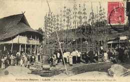 LAOS Entrée De Cour D'Amour Dans Un Village Thai + Beau Timbre 10 Indochine Francaise RV - Laos