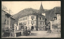 CPA Ugine, La Place, Waschfrauen Am Fontaine - Ugine