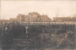 CARTE PHOTO ALLEMANDE HENIN LIETARD 1917 ENTERREMENT à L'HÖPITAL - Henin-Beaumont