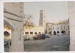 47 CASTILLONNES Place Des Arcades , Voiture Année 1960 , Citroen 2 CV,Renault 4 L ,Renault  R 8 ,Simca 1100 - France