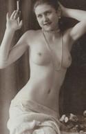 CPA 1900 /20 D'origine Belle Jeune Femme Seins Nus Fumant Porte Cigarette  Nude Beautiful  Womam - Nus Adultes (< 1960)