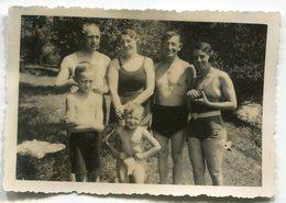 Photo Originale ,Souvenir ,femmes , Homme Et Enfants En Maillot De Bain , Dim. 9.0 Cm X 6.0 Cm - Personas Anónimos