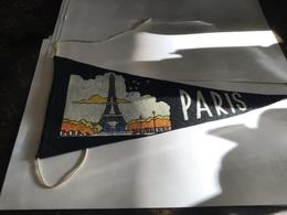 Écusson Fanion En Plastique   Blason  Paris En Tissus - Ecussons Tissu