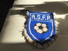 Écusson Fanion En Plastique   Blason  À S F P En Tissus Football - Ecussons Tissu