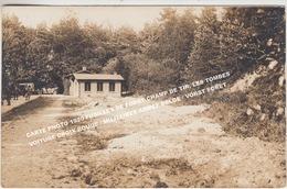 CARTE PHOTO 1920 FUSILLES DE FORST CHAMP DE TIR, LES TOMBES, VOITURE CROIX ROUGE / MILITAIRES ARMEE BELGE / VORST FORET - Guerre 1914-18