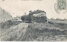 28 -Saint Leger Des Aubets : La Mise En Meule . En Beauce . - France