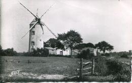 N°78396 -cpsm Saint Jean De Monts -un Moulin à Vent- - Windmühlen