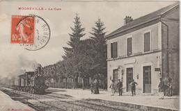 Meuse : MOGNEVILLE  :  La  Gare -  Train (  Arrivée Café  Du  Commerce Lumes Haute  Marne  ) 1912 - Autres Communes