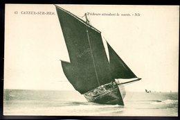 CAYEUX SUR MER 80 - Pêcheurs Attendant La Marée - #B303 - Cayeux Sur Mer