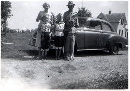Photo Originale USA & Famille De Cowboy De Minneapolis Posant Devant Leur Chevrolet 1950 - Photo Brown - Automobiles