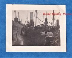 Photo Ancienne Snapshot - BOULOGNE Sur MER - Déchargement Au Port - Groupe De Bateau à Quai - Pécheur Pêche Grue - Boten