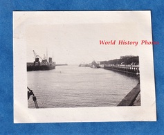 Photo Ancienne Snapshot - BOULOGNE Sur MER - Aspect Du Port - Entrée Bateau Boat Phare - Boten