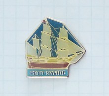 Petit Navire - L'Astrolabe - Barcos