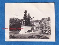 Photo Ancienne Snapshot - BOULOGNE Sur MER - Monument Aux Frères Coquelin De La Comédie Française - Théatre Acteur - Bateaux