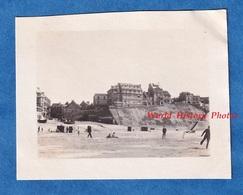 Photo Ancienne Snapshot - BOULOGNE Sur MER Ou Environs - Plage à Situer - Immeuble Architecture Pas De Calais Port - Bateaux